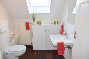 Salle de bain avec toilette