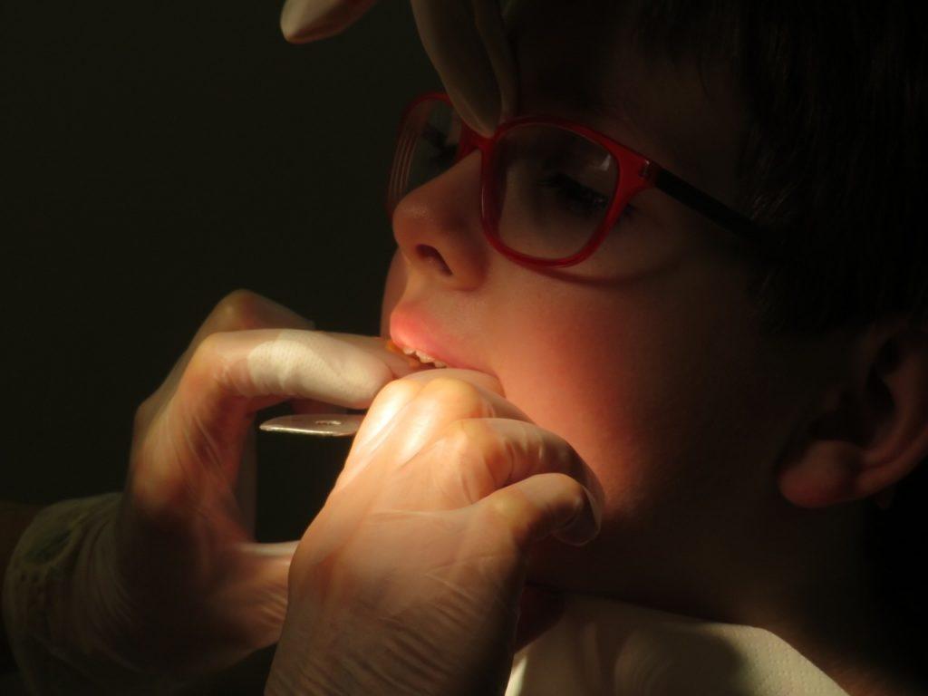 Le pansement dentaire est un soin bucco-dentaire