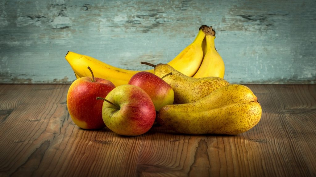 Bananes, pommes et poires
