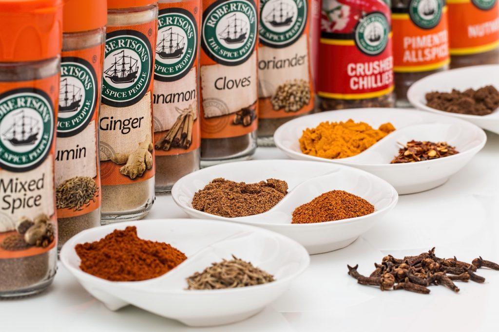 Les aliments épicés peuvent être à l'origine de fortes chaleurs dans le gros intestin