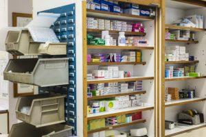 Etagères de pharmacie