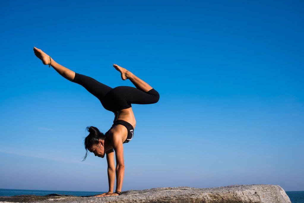 Posture inversée au yoga