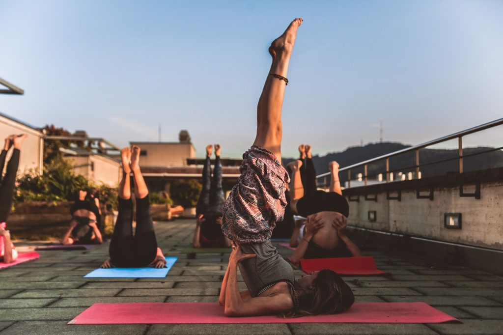 Quels bénéfices sur le corps pour ces acrobatiques postures inversées ?